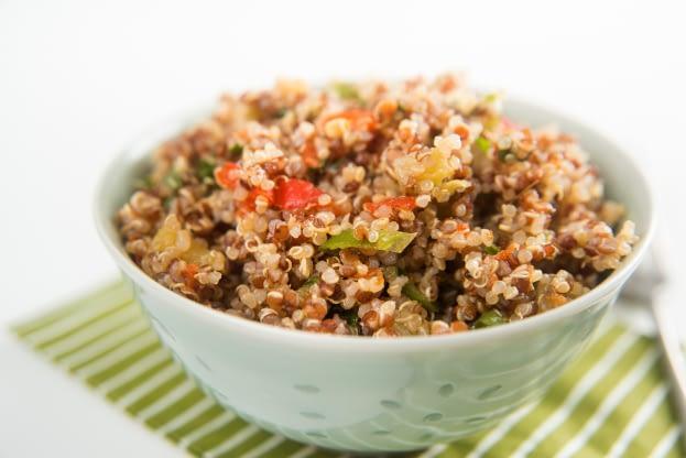 Quinoa à la menthe, à la coriandre et à l'oignon rouge